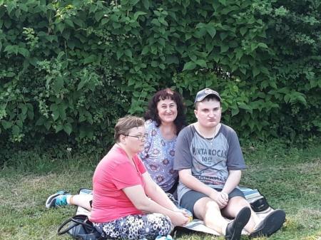 Rodzinny piknik kocykowy