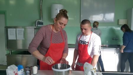 Zajęcia gastronomiczne dla uczniów i ich rodziców.