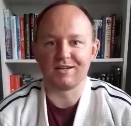 Pan Rafał czyta w ramach akcji CPCzD