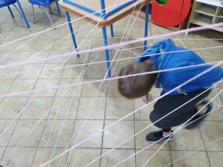 W pajęczej sieci- przejdź i nie dotknij