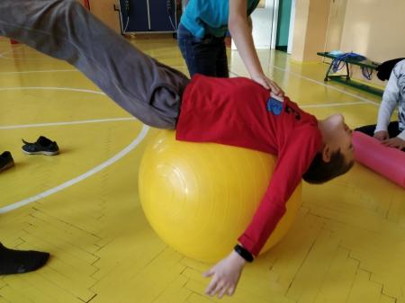 Zabawy ruchowe z elementami integracji sensorycznej.