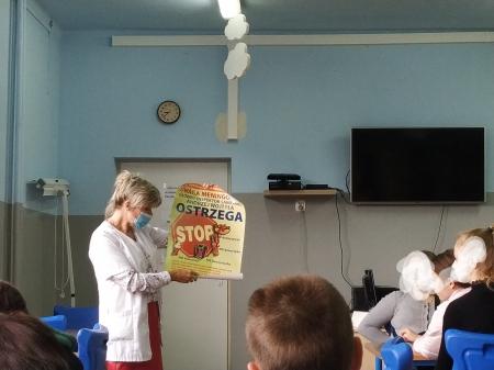 Prelekcja pielęgniarki szkolnej na temat zdrowego odżywiania.